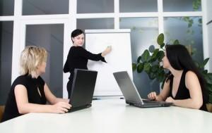Drei Frauen in einer Besprechung