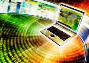 Ein Laptop durch den viele Webseiten rasen