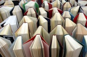 in einer Reihe stehende Bücher