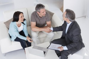 Hoher Beratungsbedarf: Finanzberater schauen optimistisch in die Zukunft